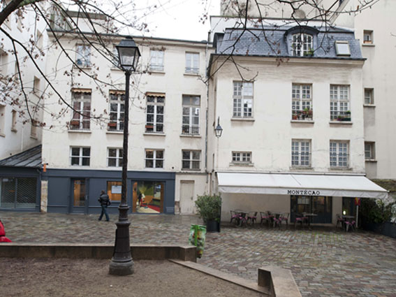 Le Village Saint Paul se situe au cœur historique de Paris.